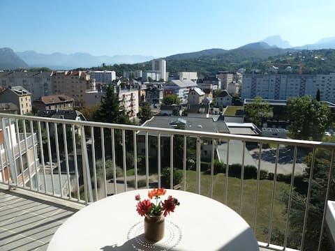 Appartement lumineux à Chambéry face aux montagnes