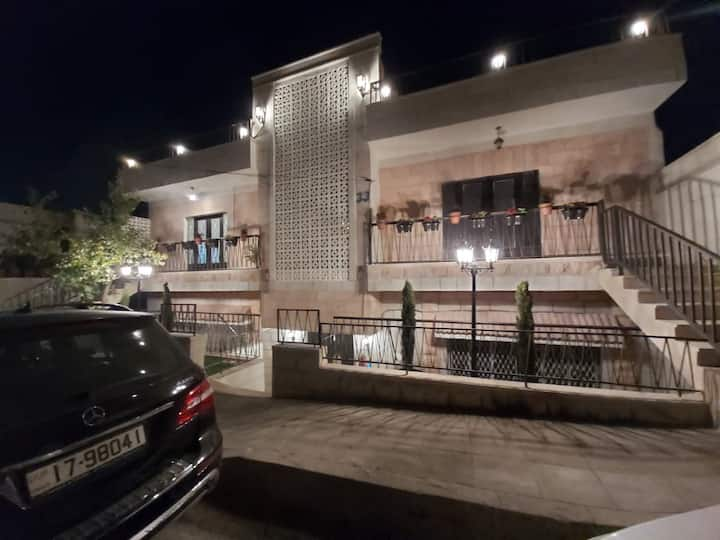 Stunning apartment in the heart of Jabal AlWeibdeh