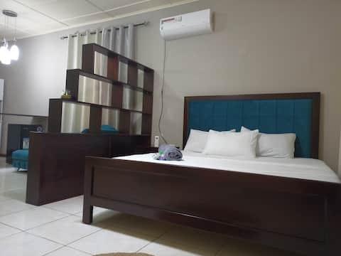 Το καλύτερο μέρος για να μείνετε στη Monrovia - Modern standards