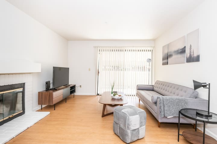 Gorgeous 2A Fremont Apartment with Gym, Pool + AC!