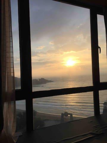 被海上的日出叫醒
