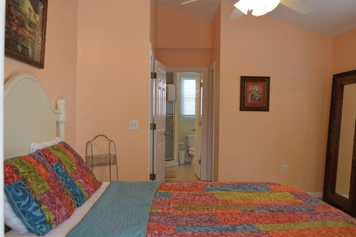 Sleep Cool and Comfortable Here! MST - Key West - Bed & Breakfast