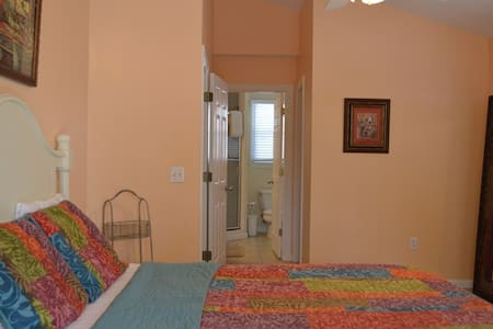 Sleep Cool and Comfortable Here! MST - Key West - Penzion (B&B)