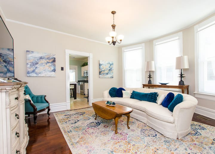 St Elmo's Gem: Classy Comfort, 5 min from Downtown