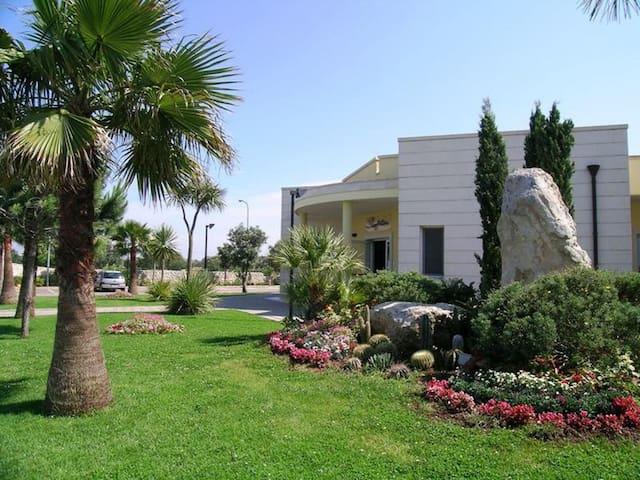 Giardini di Atena - Bilocale ~  Green Apartment