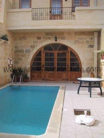 Converted FARMHOUSE - Ix-Xagħra - Casa