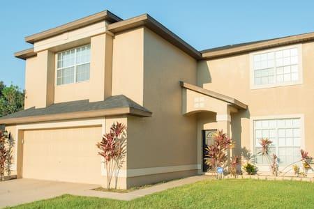 Glückliches Haus I - quiet area near shops & parks - Orlando