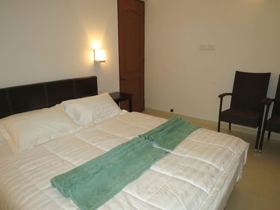 Apartment 04  Spacious luxurious 2 bedroom serviced apartment    WiFi photo 18497112