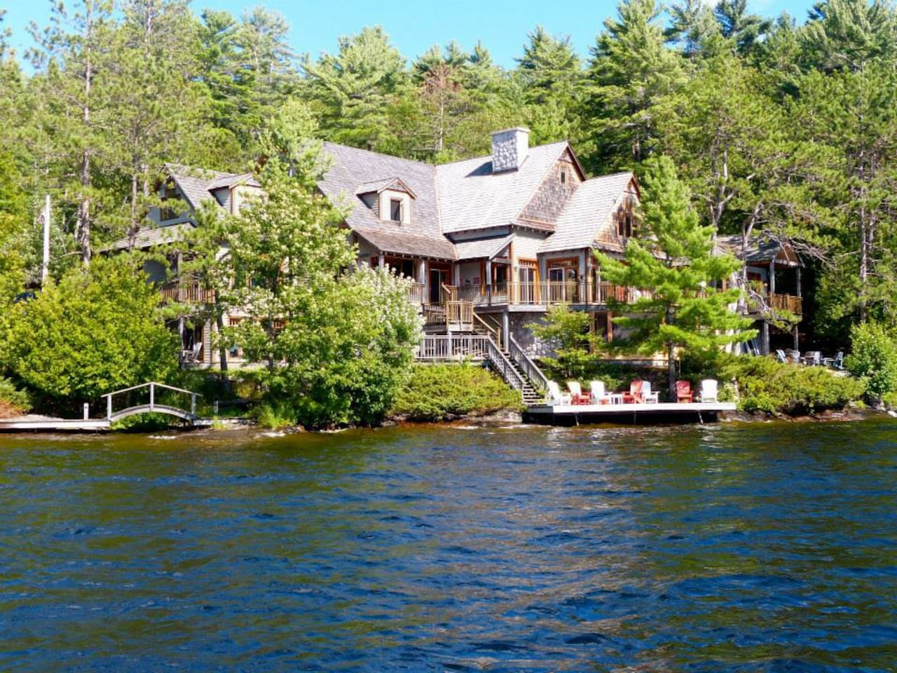 Beautiful Cottage On Lake Muskoka