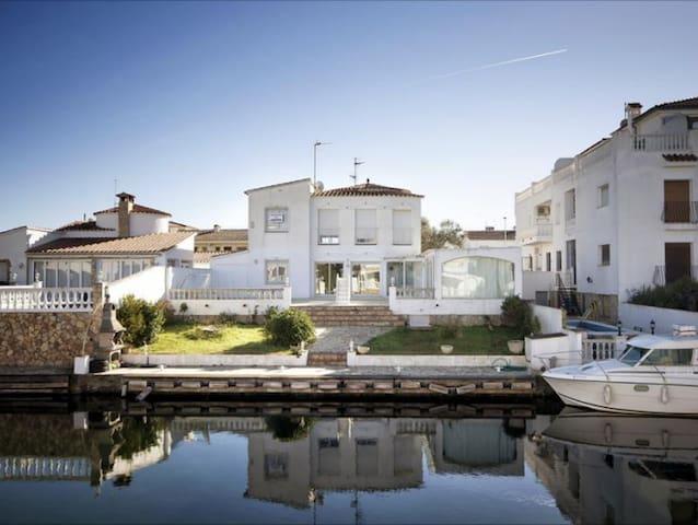 VILLA BORD DE MER SUR LE CANAL - Empuriabrava - Villa