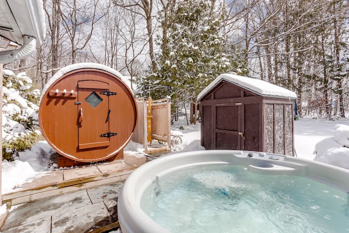 Walk to the Beach ★ Outdoor Sauna ★ Hot Tub ★