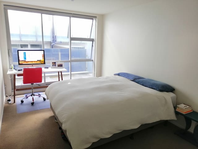 Spacious double room, close to Ponsonby Central