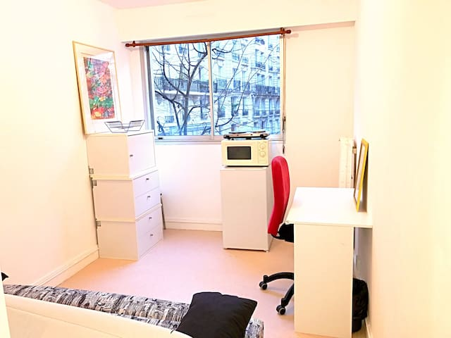 Quiet studio close to Denfert-Rochereau in 14th