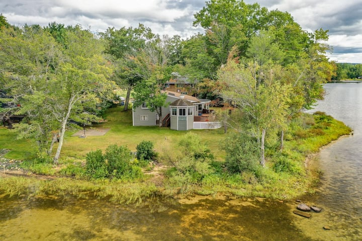 Contemporary pet-friendly waterfront home on Silver Lake with lovely sunroom