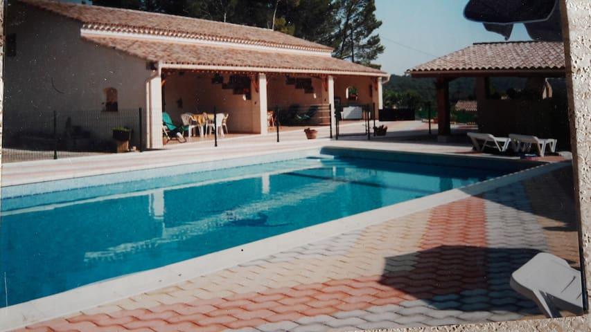 loue gîte pour 4 personnes avec piscine à Lorgues
