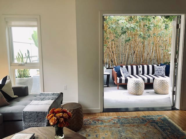 Trendy 1 bedroom Santa Monica steps to the beach