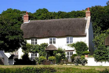 Thatched Cottage in Lulworth Cove close to the sea