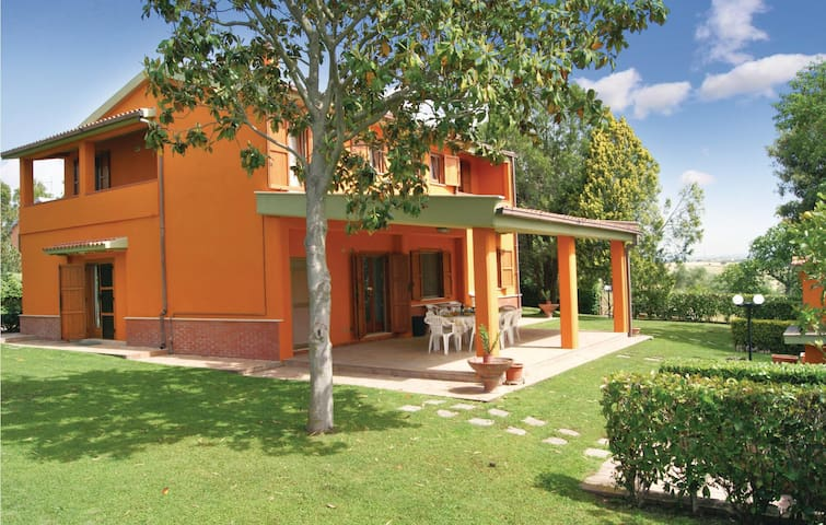 Holiday cottage with 4 bedrooms on 250 m² in Montalto di Castro VT