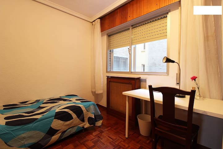 Single room in Madrid Rio