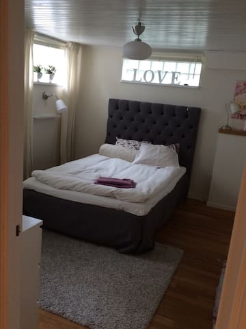 Nice room in a house, Bromma - Estocolmo - Casa