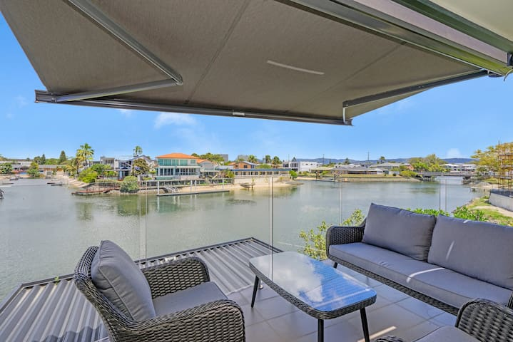 Luxury on the Water. Perfect Location.