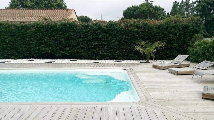 Maison moderne avec piscine privée - Ambarès-et-Lagrave - Huis
