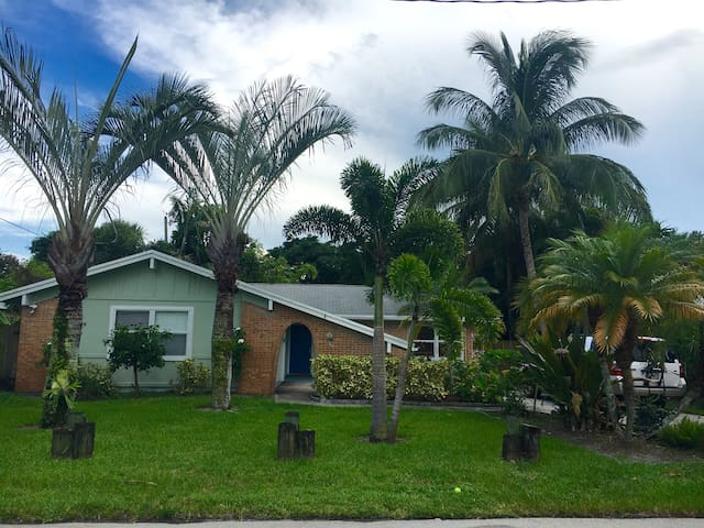 This is a Find! 1 mi to beach, Beautiful 3/2 - Jupiter - Casa