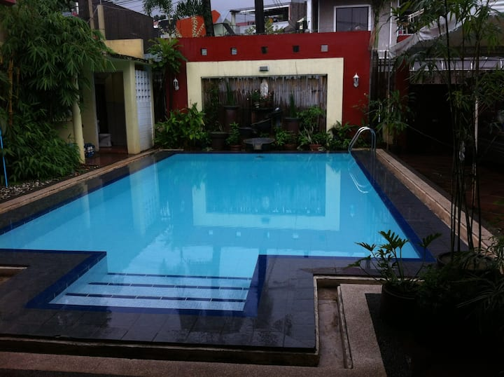 MARIKINA Private Pool, Patio (8 hrs DAY USE only)