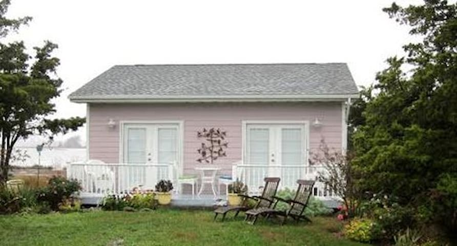 Newly renovated beach cottage in Primehook Beach