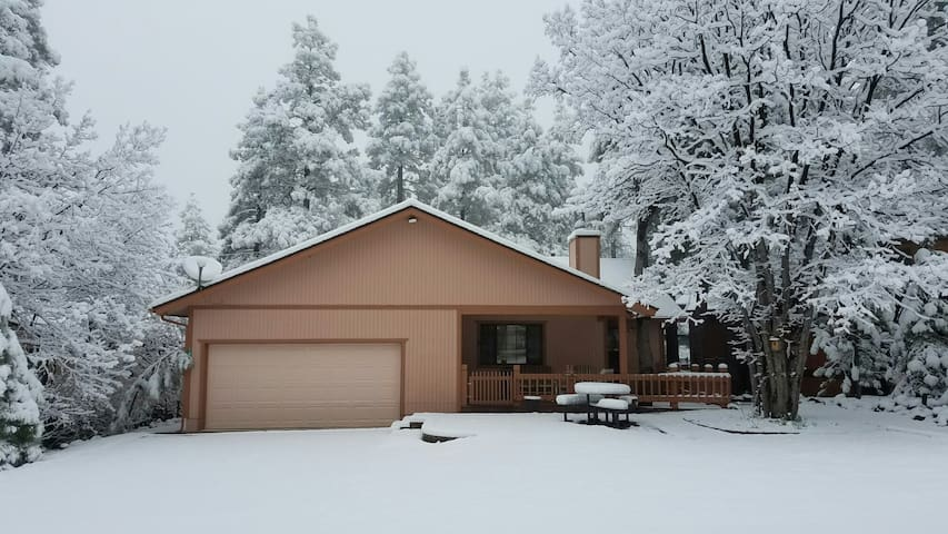 Cozy Munds Park home, between Flagstaff & Sedona - Munds Park - House