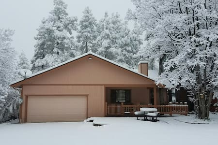 Cozy Munds Park home, between Flagstaff & Sedona - Munds Park - Talo