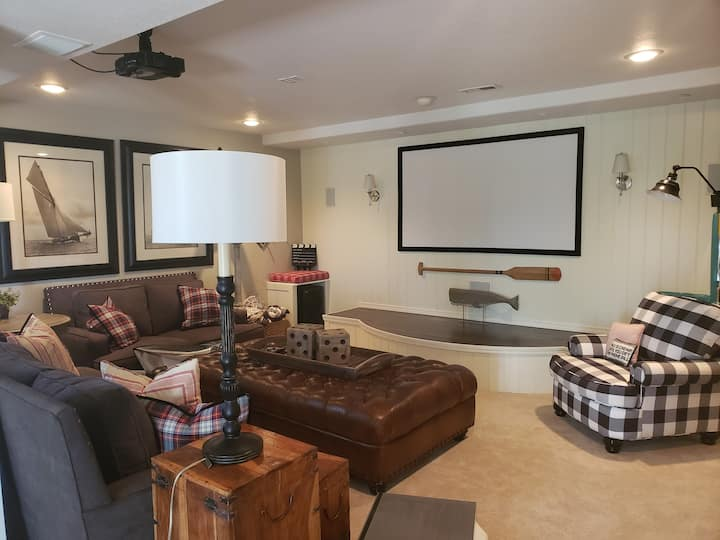 JONES MAIN LODGE Relax, Home Theater & Adventure