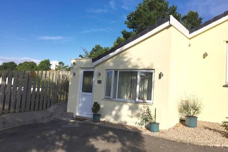 Private Apartment, Wc/Shower, Kitchenette, Parking - Helston