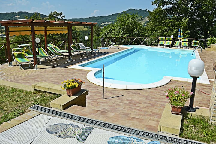 Country Cottage in Marche with Swimming Pool