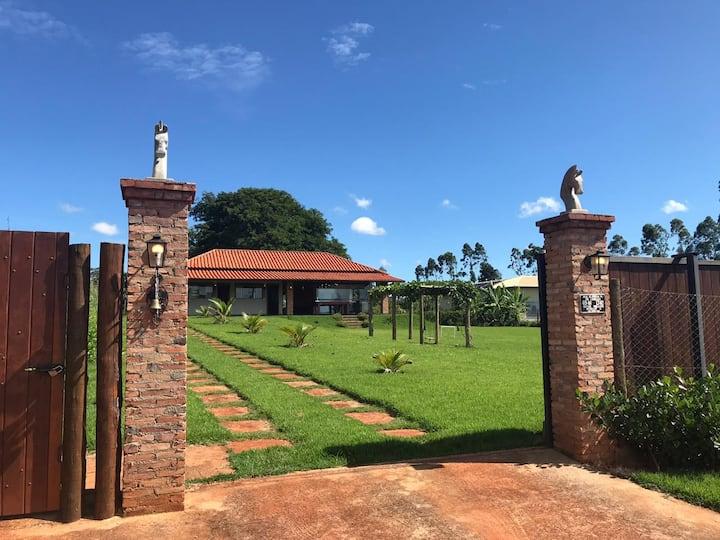 CASA DE CAMPO - Descanso entre GOIÂNIA e NEROPOLIS