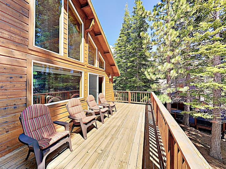 Choice Tahoe Donner w/ Private Hot Tub & Fireplace
