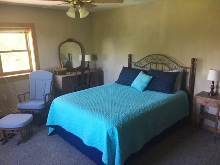 Empire Room: Queen Size Bed, Large Room, Window Seat, Dresser, Closet, Desk
