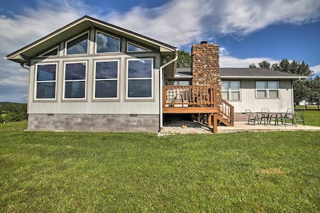 Spacious 3BR Holiday Island Home on Golf Course!