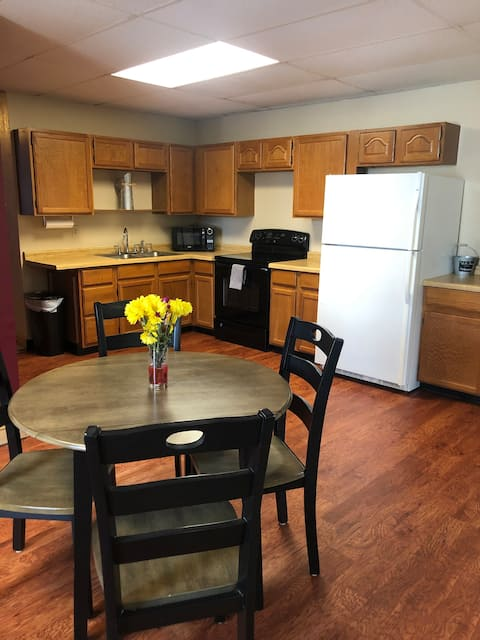 Downtown Escape#WiFi+large extd stay+ no clean fee