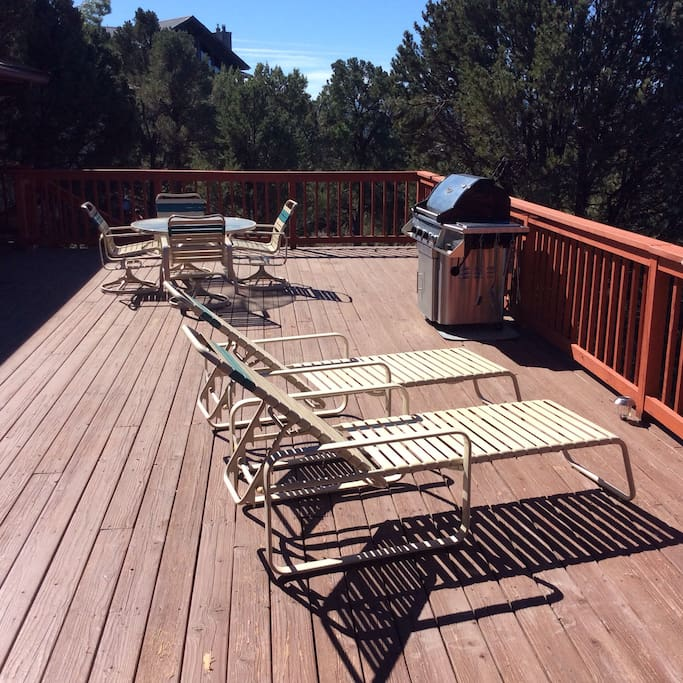 Deck has 180 degree view of Rim
