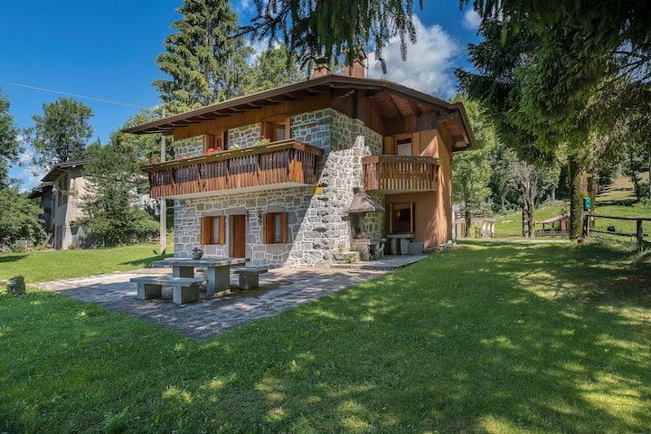House Cuian - a traditional stone house