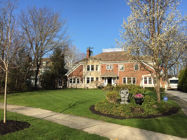 Spectacular 21-Room Mansion w/Pool - Cleveland Heights - Haus