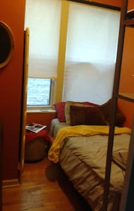 Short stay-Warm and Cozy room in Beautiful Condo