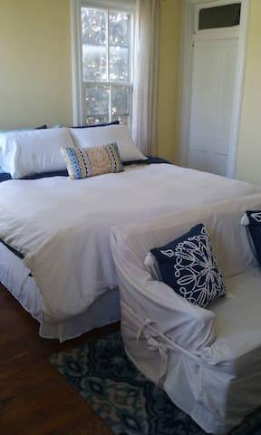 2 Bedroom Private Floor. Walk to Beach!