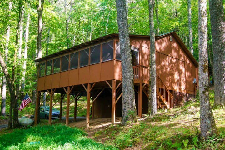 Secluded Cabin in woods near trails & Toccoa River