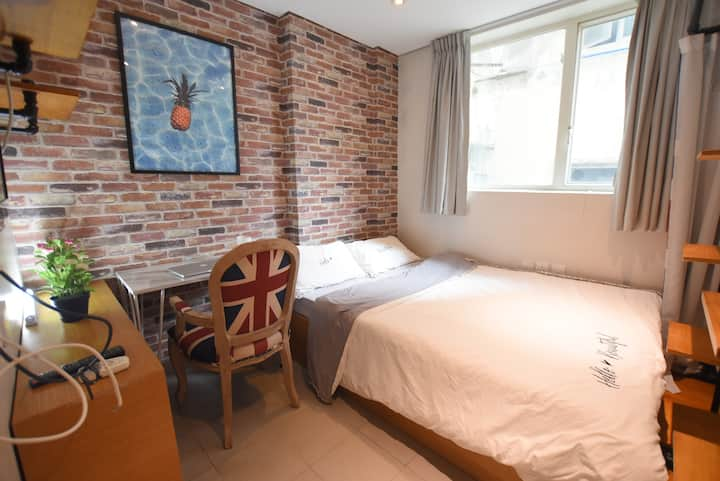 Private/Convenient/Double bed room/2mins to MTR