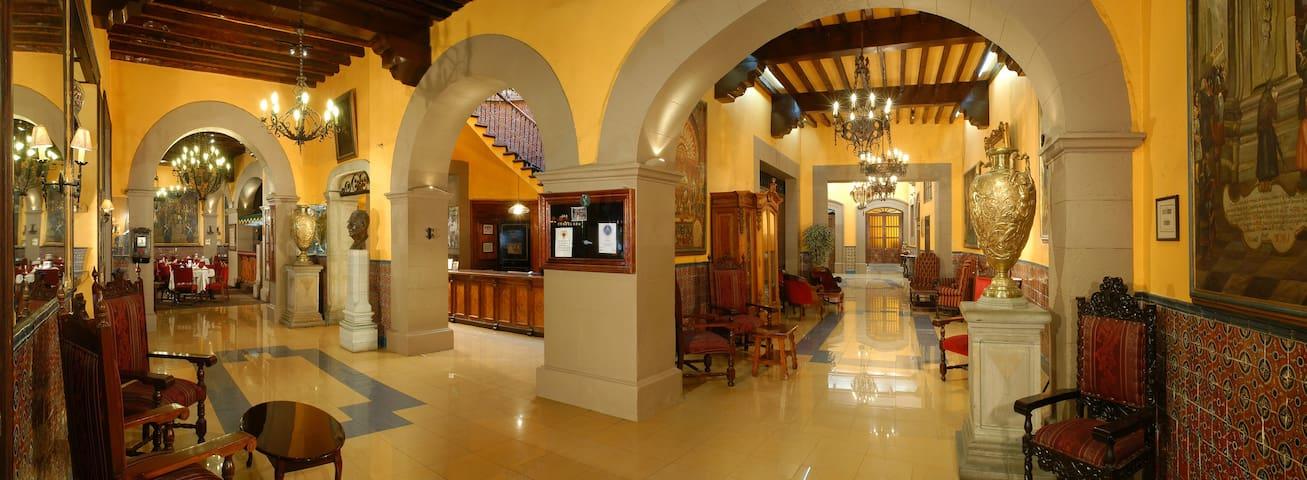 Suite Real en un Palacio Colonial de 1862