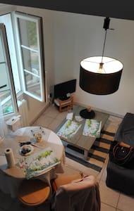 beau studio meublé - Saint-Amand-Montrond