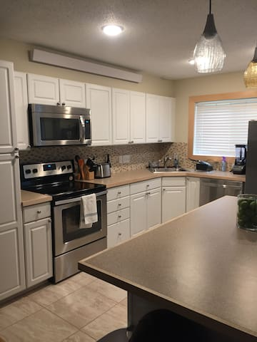 Spacious Condo Available for Superbowl 2018!
