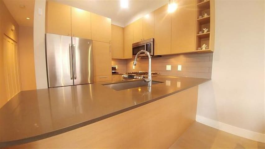 Clean and private 1 bedroom in house Queensborough